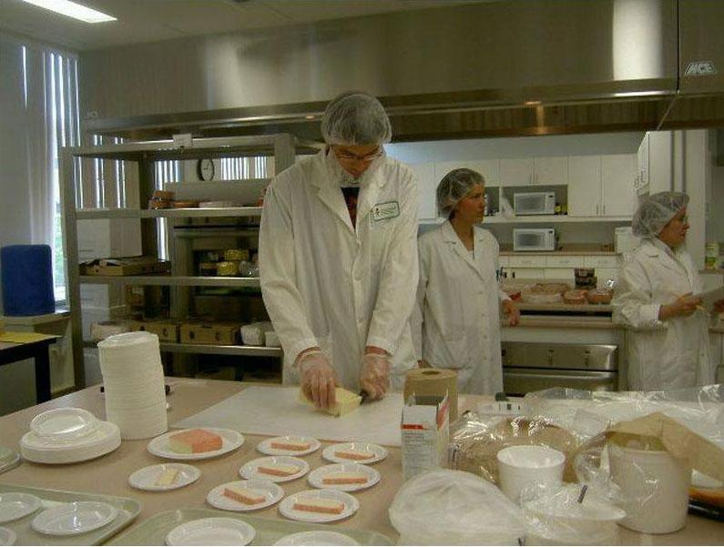 Coupe du fromage lors d'un des concours Caseus