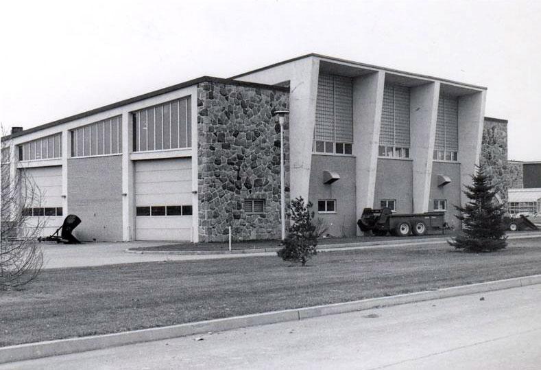 Vue extérieure du garage en 1973