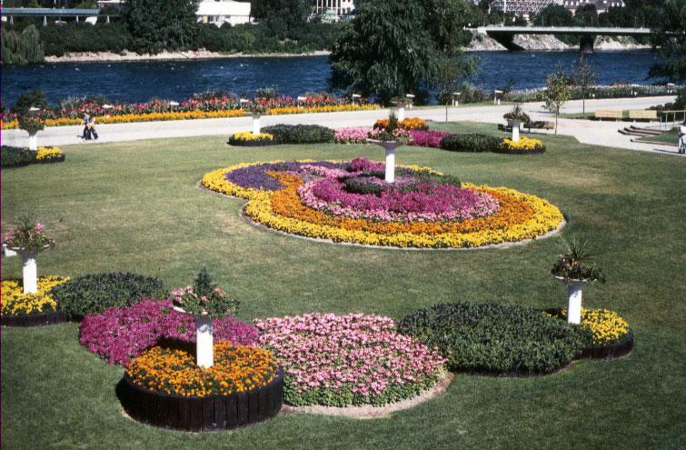Kiosque de l'ITA aux Floralies de l'Île-Notre-Dame à Montréal en 1980