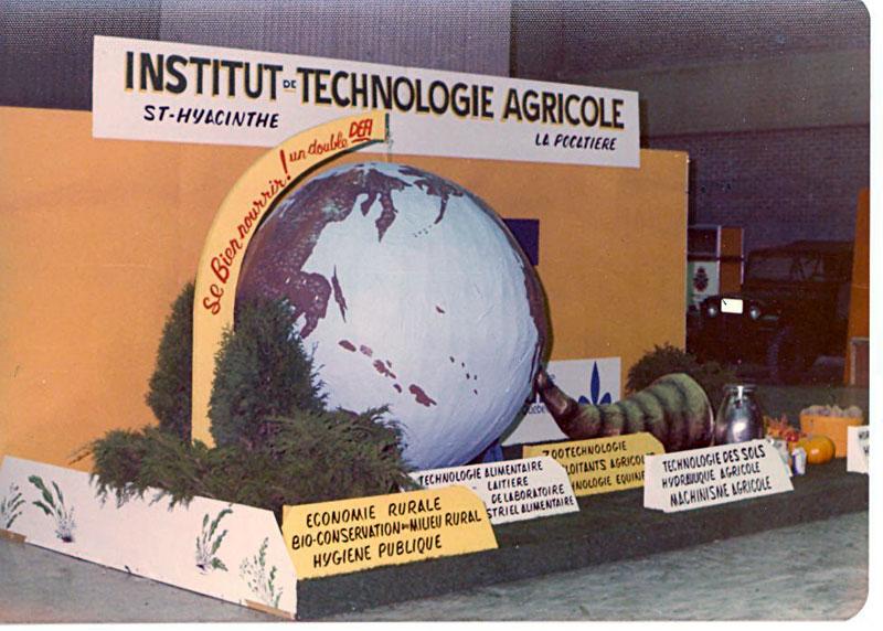 Kiosque de l'ITA au Salon de l'Agriculteur en 1976