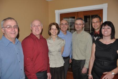Sur la photo les cinq technologues de la famille Doré: Gaétan, Claude, Brigitte et Gaston, Sylvain, Guy et Lorraine