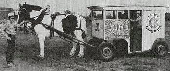 Une réplique publicitaire de la charrette d'Alexandrina lors de la célébration du cinquantième anniversaire de fondation de la Laiterie 1920-1970