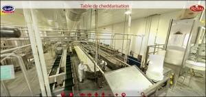 Table de cheddarisation dans l'usine de la Laiterie Chalifoux.